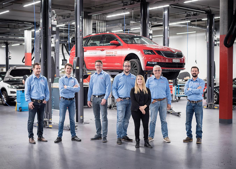 ELEKTROQS-team-garage